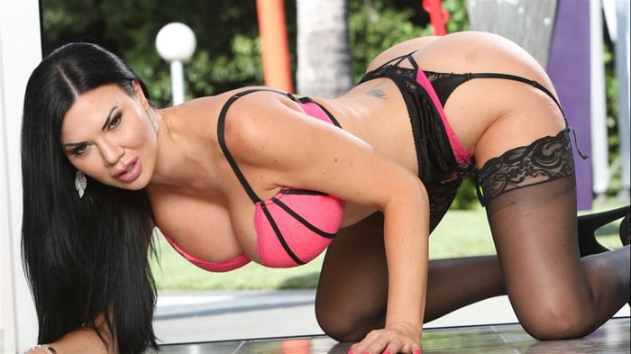 Jasmine Jae in Big Titty Milfs 28